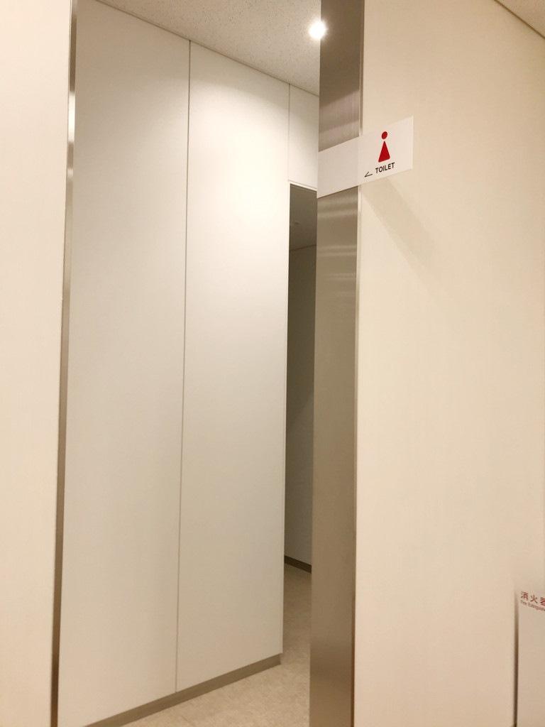 トイレ入り口_R